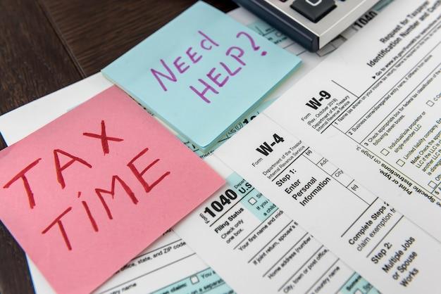 Tekst potrzebuje pomocy lub czasu podatkowego na naklejce leżącej w innej formie podatkowej