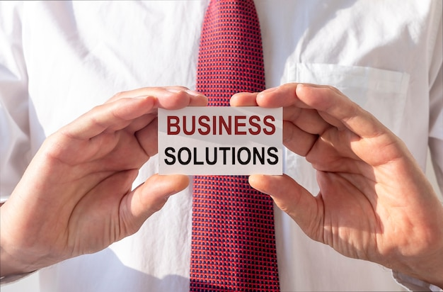 Tekst rozwiązań biznesowych. pojęcie doradztwa i rozwiązywania problemów.