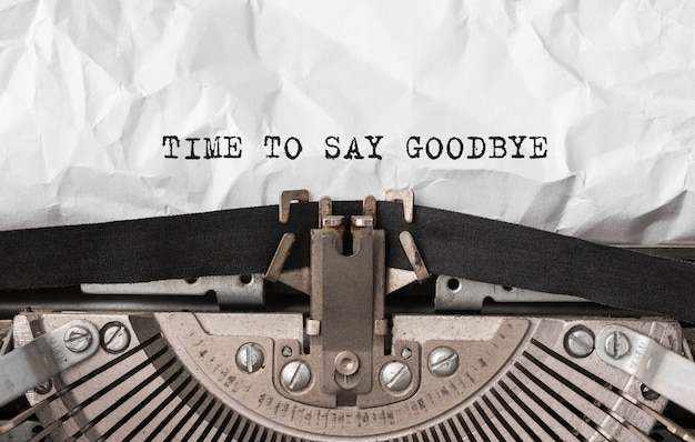 Tekst time to say goodbye wpisany na maszynie do pisania w stylu retro