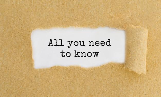 Tekst wszystko, co musisz wiedzieć, pojawiające się za zgranym brązowym papierem
