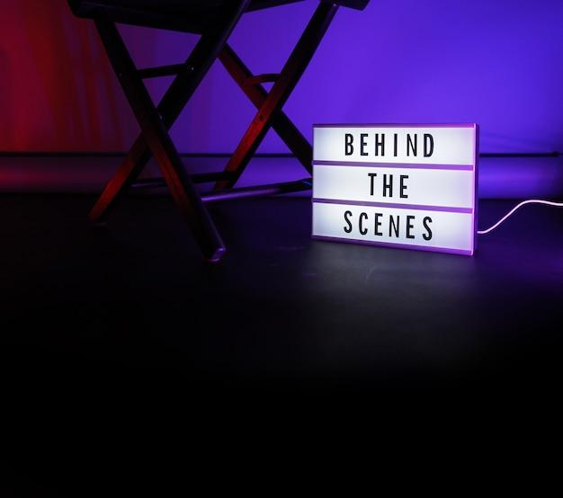 Tekst zakulisowy w formacie letterboard na lightbox lub cinema light box.
