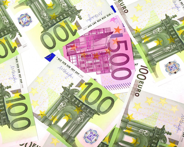 Tekstura banknotów na 100 i 500 euro
