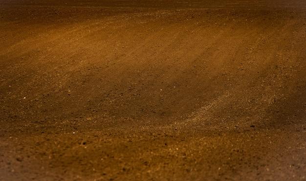Tekstura brązowej gleby rolnej. tło tekstury gleby.