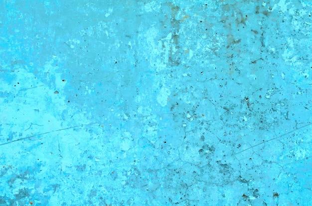 Tekstura cementowo szara ściana z pęknięciami i dziurami