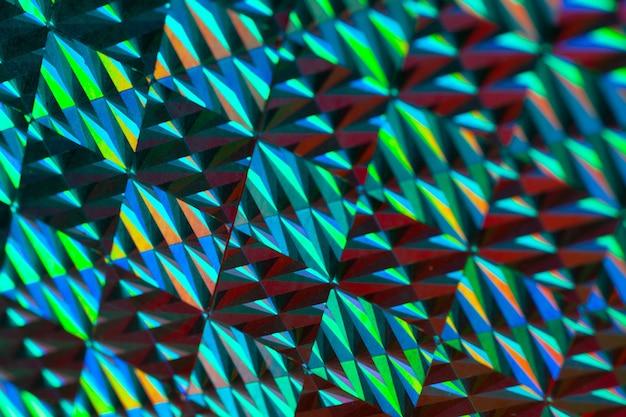 Tekstura czerwonej folii z efektem holograficznym. boże narodzenie tło.