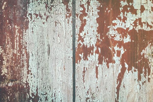 Tekstura desek z łuszczącą się farbą. tekstura starych desek ogrodzenia drewnianego. tło tekstury drewna