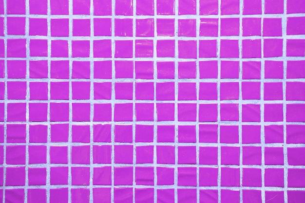 Tekstura drobnych małych płytek ceramicznych. fioletowe płytki podłogowe