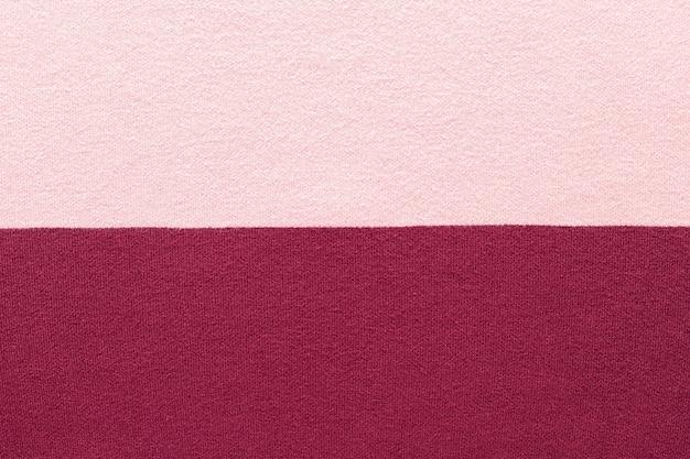 Tekstura dzianiny w kolorze różowym i marsala. poziome paski