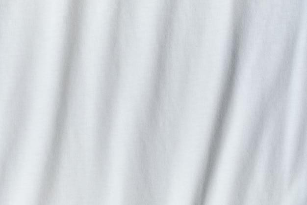 Tekstura i tło gniecionej białej tkaniny