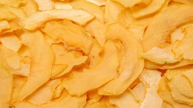 Tekstura i tło suszonych plasterków melona. owoce i witaminy. zdrowe jedzenie.