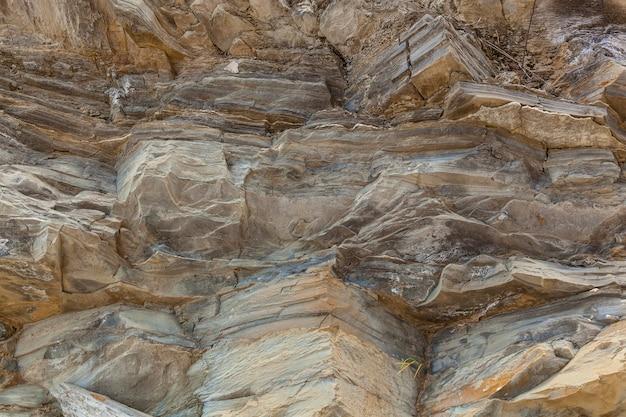 Tekstura kamieni różnych ras górskich jest tworzona przez naturę