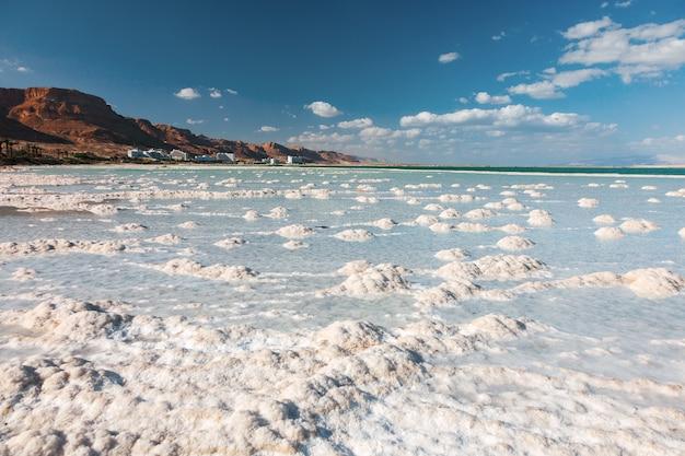 Tekstura morza martwego. słony brzeg morza