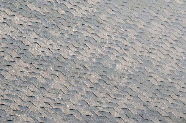 Tekstura mozaiki tła płaskich dachówek z powłoką bitumiczną