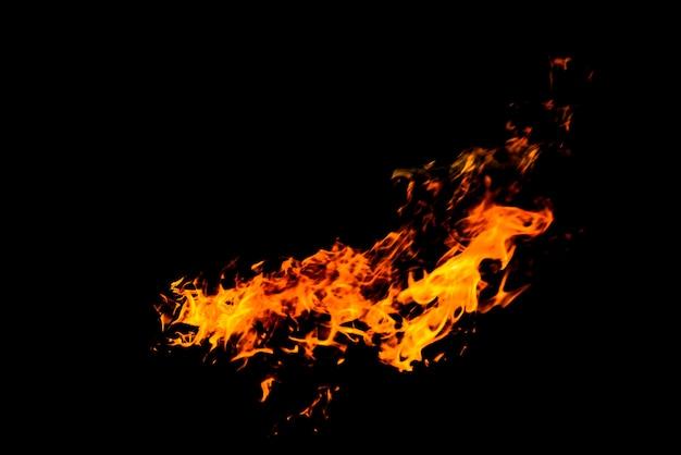 Tekstura ogień płonie na czarnym tle