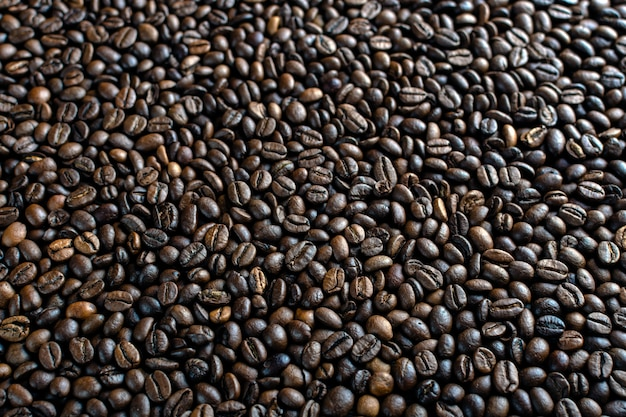 Tekstura palonych ziaren kawy z bliska