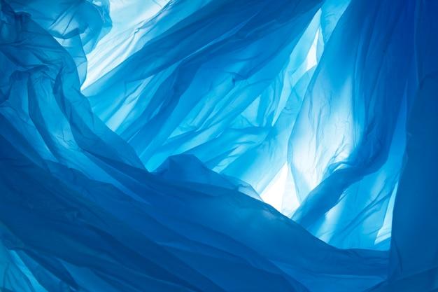 Tekstura plastikowej torby w kolorze niebieskim. abstrakcjonistyczny tło i tekstura