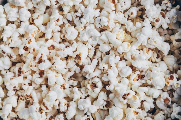 Tekstura popcornu. przekąska do oglądania filmów. kino domowe