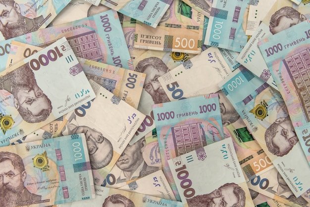 Tekstura prawdziwej nowej ukrainy banknotów 500 i 1000. uah. kupie hrywny jako zaplecze finansowe.