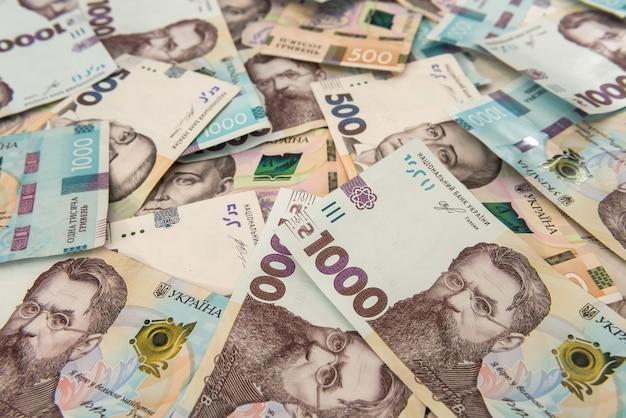 Tekstura prawdziwych nowych banknotów 500 i 1000 ukrainy. zł. kupie hrywien jako zaplecze finansowe.