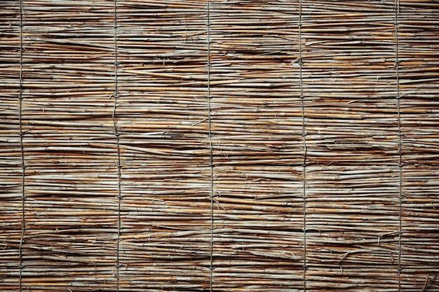 Tekstura ściana trzciny. tradycyjne tło ogrodzenia