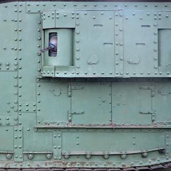Tekstura ściany bocznej zbiornika, wykonana z metalu i wzmocniona mnóstwem śrub i nitów