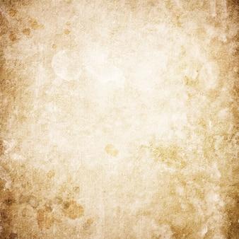 Tekstura starego brązowego papieru z plamami z miejscem na tekst