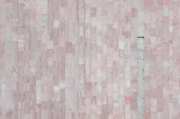 Tekstura starej beżowej ściany z marmuru wykonanej z różnych dużych płytek