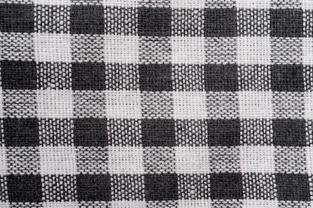 Tekstura tkaniny, zbliżenie czarno-białego kraciastego ręcznika w kratę lub tła w serwetkę