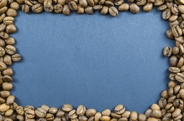 Tekstura, tło całych ziaren kawy, surowe.