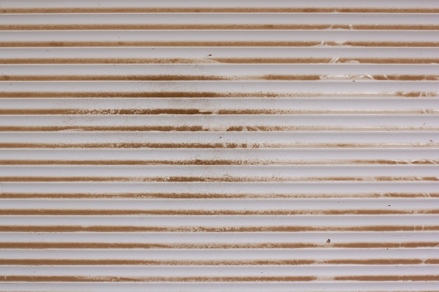 Tekstura tło plastikowe żaluzje pokryte kurzem i brudem