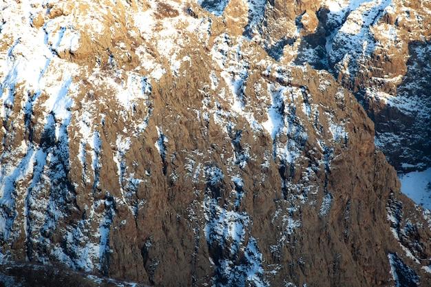 Tekstura tło z mountain rock w zimie