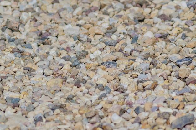 Tekstura tło żwiru. zamyka up mali kamienie na ziemi. selektywne ustawianie ostrości.