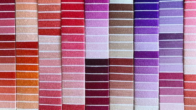 Tekstura wielobarwnych nici z różnych materiałów