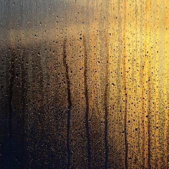 Tekstura zamglonego szkła z dużą ilością kropli i kroplówek