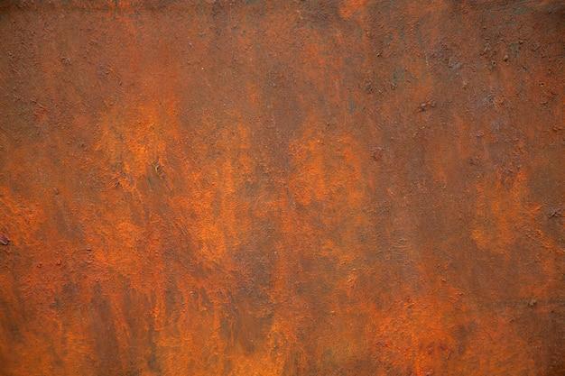 Tekstura zardzewiałego metalu jest brązowa i pomarańczowa.