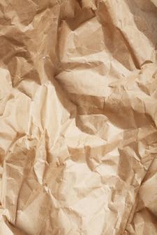 Tekstura zmiętego papieru opakowaniowego jako abstrakcyjna powierzchnia tekstury
