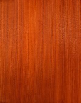 Tekstura zwykłego brązowo-czerwonego drewna