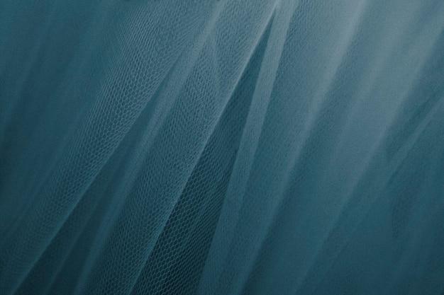 Teksturowana draperia z niebieskiego tiulu