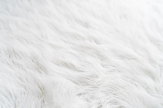 Teksturowane białe tło z owłosionym futrzanym dywanem, zbliżenie. zdjęcie wysokiej jakości