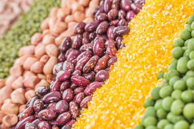 Teksturowane jedzenie słonecznika stos czerwony składnik