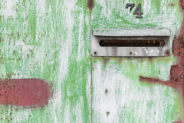 Tekstury ośniedziała żelazna brama