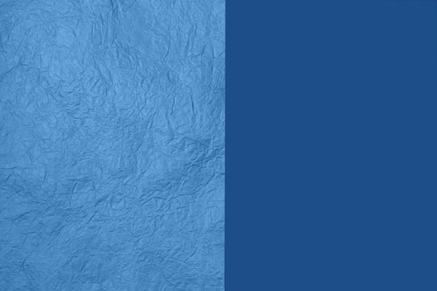 Tekstury papieru na tle dwóch części w kolorze niebieskim.