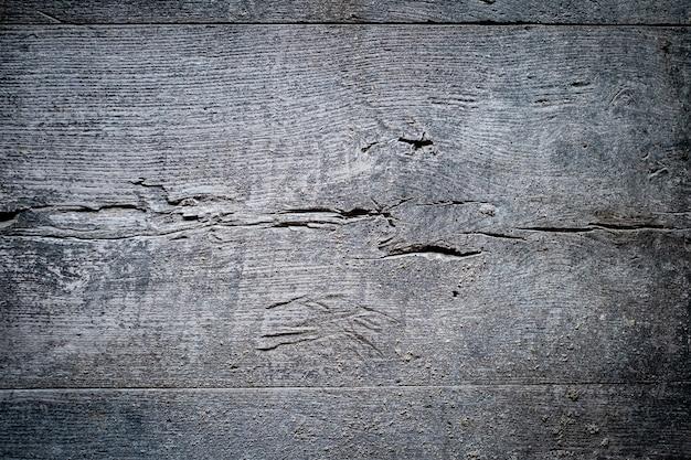 Tekstury tła szara stara brudna deska z pęknięciami, horyzontalna linia