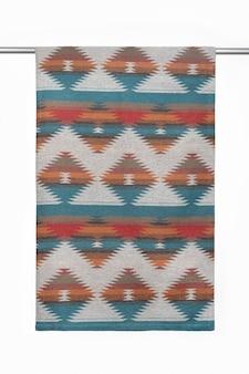 Tekstylne tło z wełnianego koca zbliżenie na białym tle