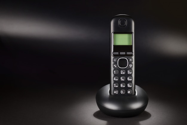 Telefon bezprzewodowy na czarno