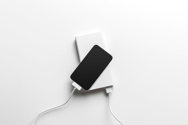 Telefon komórkowy podłącz do banku zasilania bateryjnego