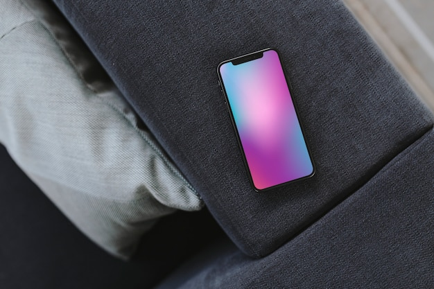Telefon komórkowy z kolorowym tłem