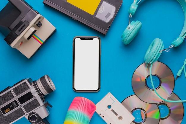 Telefon komórkowy z zabytkowym urządzeniem
