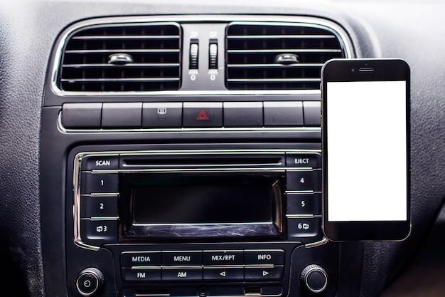 Telefony komórkowe w samochodzie