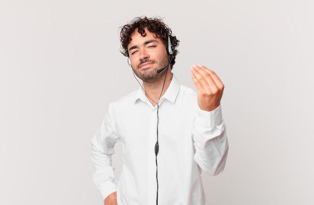 Telemarketer wykonujący gest kaprysu lub pieniędzy, nakazujący spłatę długów!